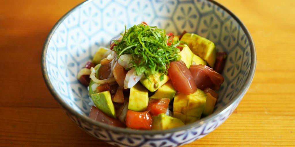 簡単レシピのアボカド海鮮丼