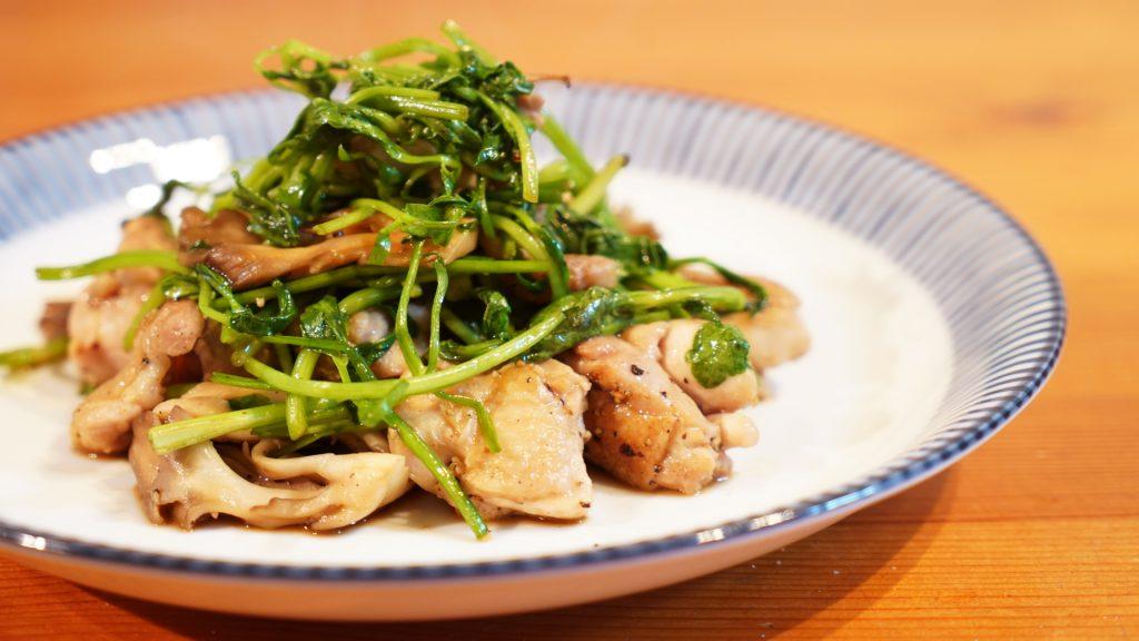 【vlog】鶏肉とまいたけとせりの炒め物