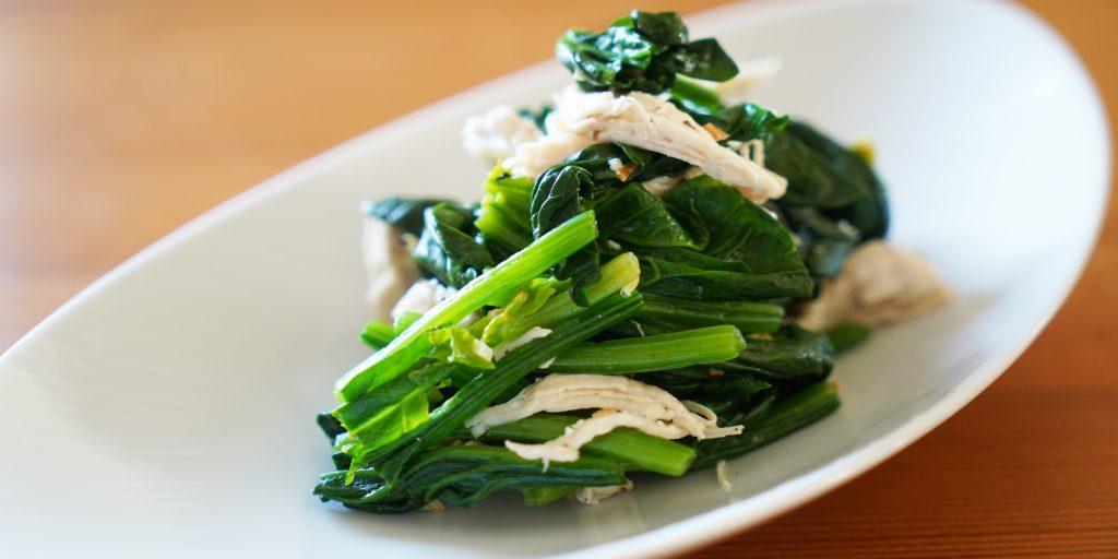 【vlog】鶏胸肉とほうれん草のにんにく風味のサラダ